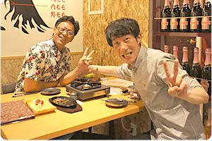 馬刺しと日本酒の組み合わせが抜群でした。こぼれる日本酒最高~